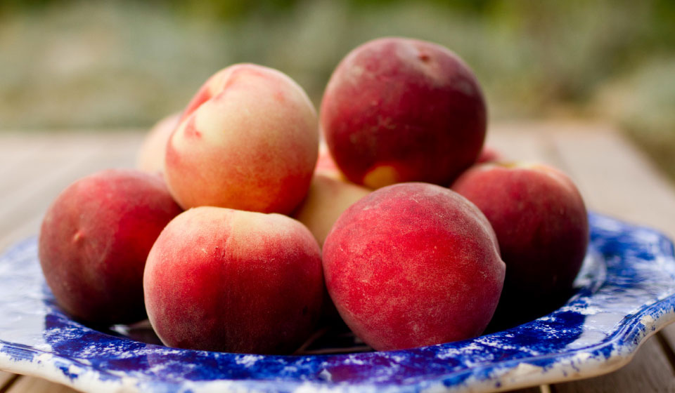 organic peaches from the Roussillon region